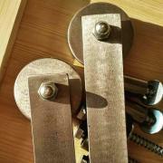 Амбарний механізм для розсувних дверей