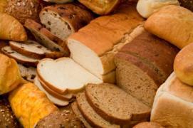 Черствий хліб на корм тварин для фермерських господарств