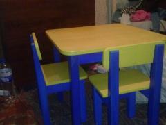 Дитячий столик і 2-стільчика