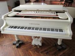 Оренда білого рояля в ідеальному стані