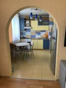 Продам 4-х кімнатну квартиру біля метро Г. Праці