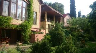 Продається двоповерховий будинок р. в Ялті 380 м. кв