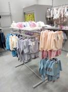 Продається практично нова торгова стійка для одягу