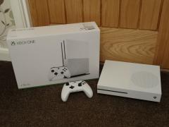 Соні Плейстейшен 4 про 1 ТБ / Xbox один & новий Xbox один s