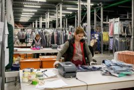 The packer at warehouse fashion apparel (Poland)